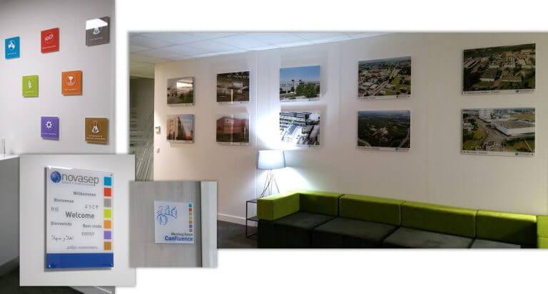 DE BOUCHE A OREILLE - Décoration du hall d'accueil & Signalétique des bureaux de NOVASEP - Plaques plexi décorées.