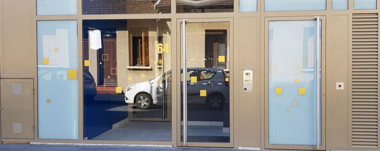DE BOUCHE A OREILLE • Signalétique immobilière Logements - Opération PAR-DESSUS LES TOITS, COGEDIM.