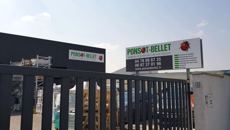 DE BOUCHE A OREILLE • Enseigne murale en alu décoré avec rampe LED et panneau portatif pour PONSOT-BELLET.