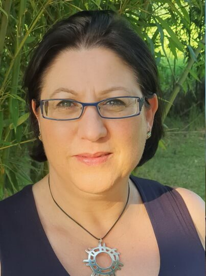Isabelle Mialon - DE BOUCHE A OREILLE, Directrice de clientèle 0521